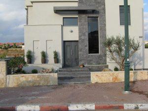 חזית הבית והגינה