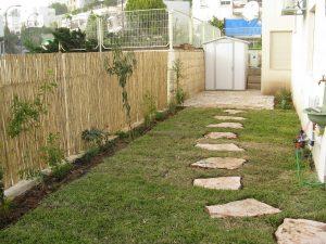 אבני מדרך ומשטח אבנים לאזור השרות של הגינה