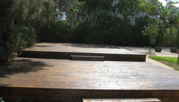 בניית דק אורן בנתניה