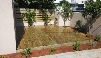 גדר עץ ודק מעץ אורן בתל אביב