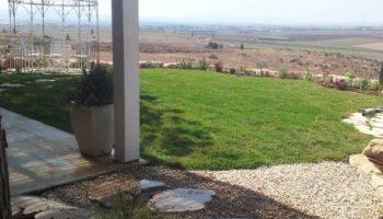 גינה פרטית פתוחה לנוף בעמק יזרעאל